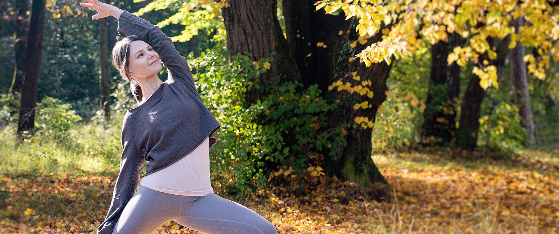 Yogaübung mit Ursula Reinhold